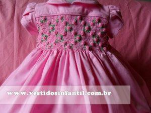 vestidos para meninas com bordado rosa