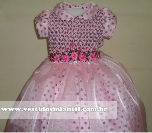 vestidos infantil marrom e rosa bordado