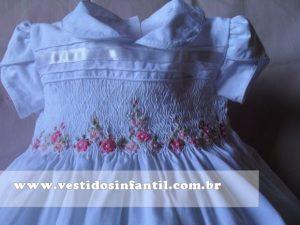 vestido infantil com bordado casinha de abelha